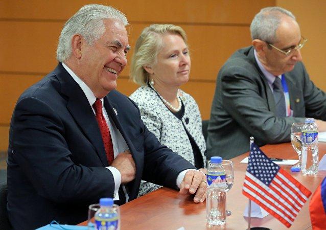 Rex Tillerson (à gauche) à Manille