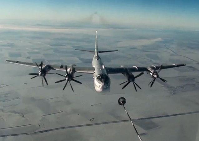 L'aviation russe pilonne des terroristes en route vers Deir ez-Zor (vidéo)