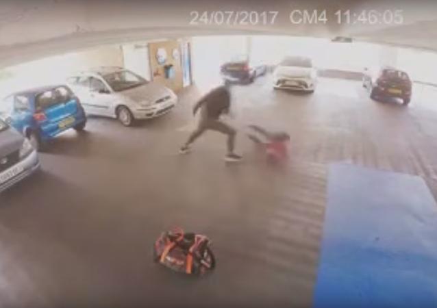 Malheureusement, ce voleur n'aura pas eu le temps de faire son choix...