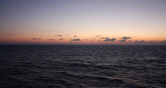Vue sur les eaux de la mer Noire près de Sotchi
