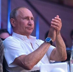 Poutine travesti en tsar: The Economist célèbre le centenaire de la Révolution russe