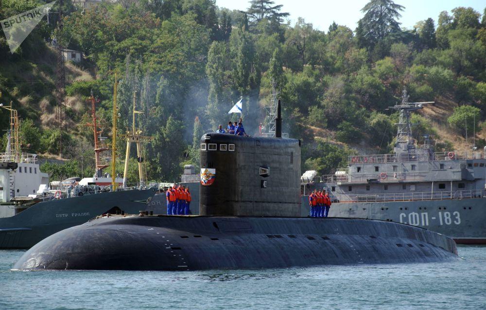 La cérémonie de réception du sous-marin diesel Krasnodar à Sébastopol.