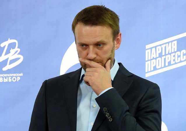 Russian opposition leader Alexei Navalny takes part in a press briefing in Moscow on April 22, 2015