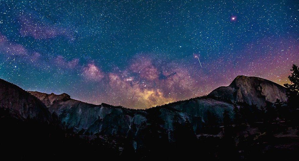 La pluie d'étoiles filantes des Perséides fait le bonheur des internautes