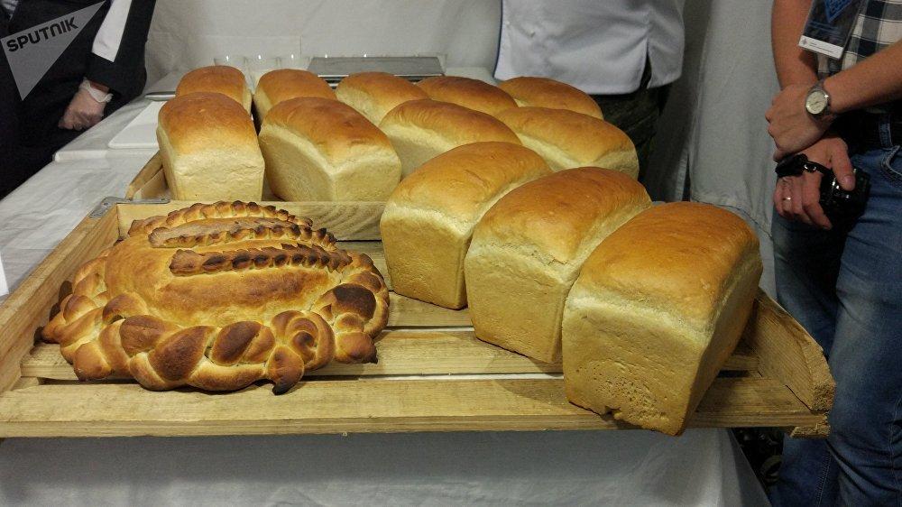 Du pain boulangé par l'équipe russe pour le concours de la Cuisine de campagne