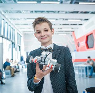 Un élève de «Liga Robotov»