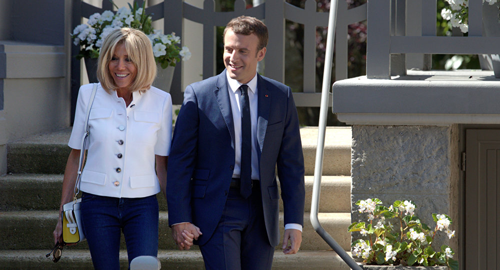 Le lieu des vacances du couple Macron est enfin révélé et il fait rêver les internautes