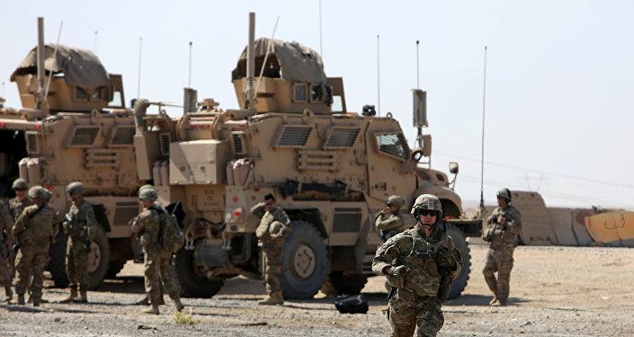 Un soldat américain près d'une base militaire de la coalition anti-Daech près de Mossoul de l'ouest, en Irak, le 21 juin 2017