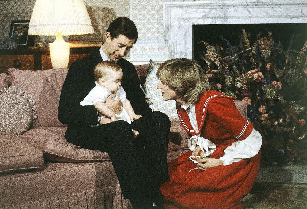 Le prince Charles et la princesse Diana avec leur fils William, 1982