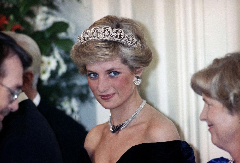 La princesse Diana lors d'une réception en l'honneur des membres de la famille royale à Bonn, en Allemagne, 1987