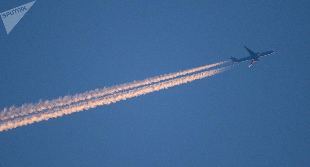 Défense russe: les détails du survol de la Russie d'un avion militaire US