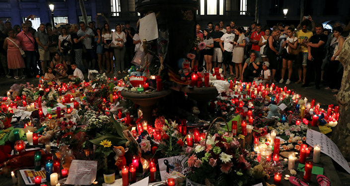 Des fleurs en mémoire des victimes de l'attaque de Cambrils, en Espagne