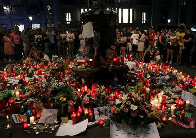 Hommage aux victimes des attentats en Espagne