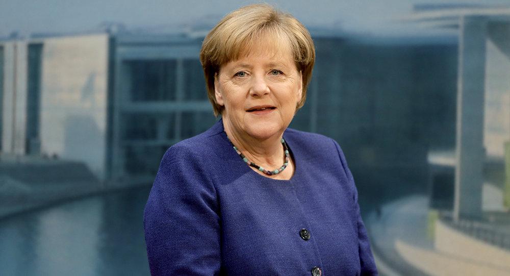 Merkel accuse la Turquie d'abuser d'Interpol