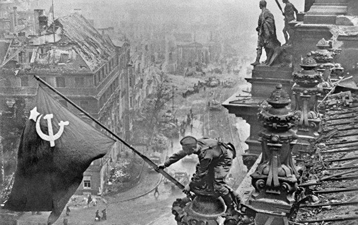 Drapeau rouge sur le Reichstag, Marylin et Nessie: les photos les plus célèbres de tous les temps