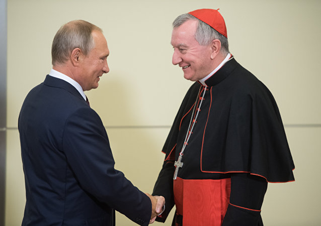 Le Président russe Vladimir Poutine et le cardinal Pietro Parolin