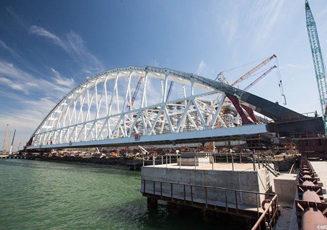 Arche ferroviaire du  pont de la Crimée