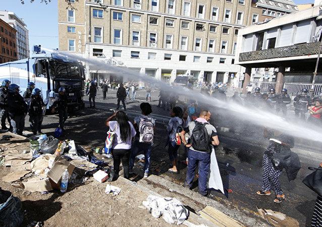 Le chaos migratoire est-il lourd d'une guerre au sein de la société italienne?