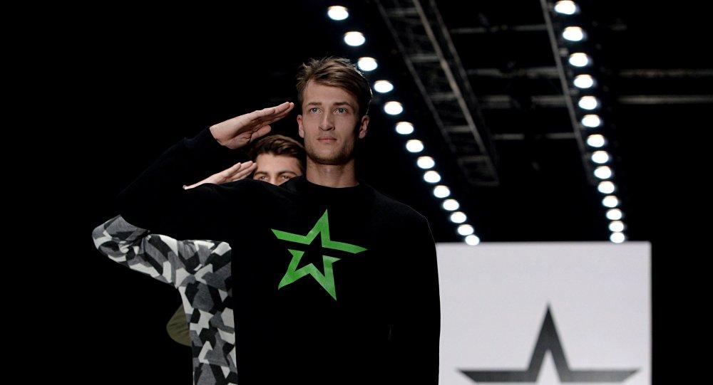 La collection Armée de Russie présentée en 2015 lors de la semaine de la mode Mercedes-Benz Fashion Week Russia