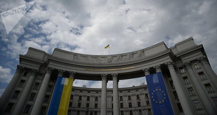 Deux journalistes espagnols expulsés — Ukraine