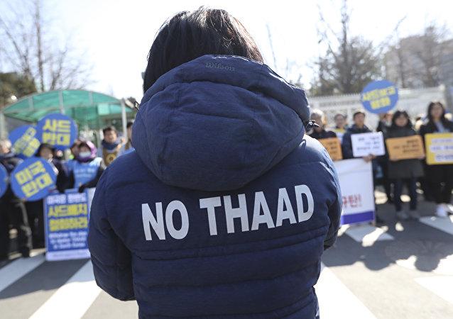 manifestation contre le déploiement des systèmes antimissiles américains THAAD