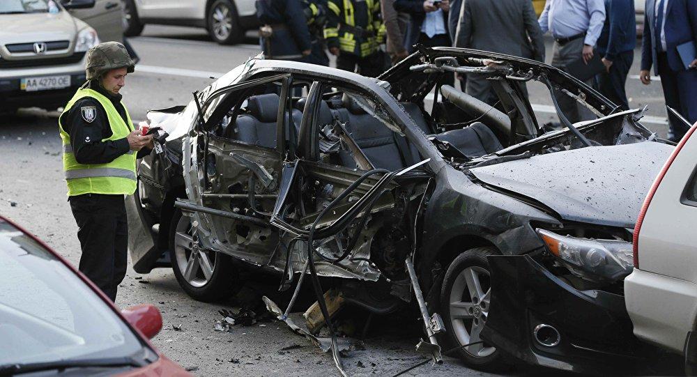 La voiture détruite par une explosion sur la place Bessarabka de Kiev, le 8 septembre 2017