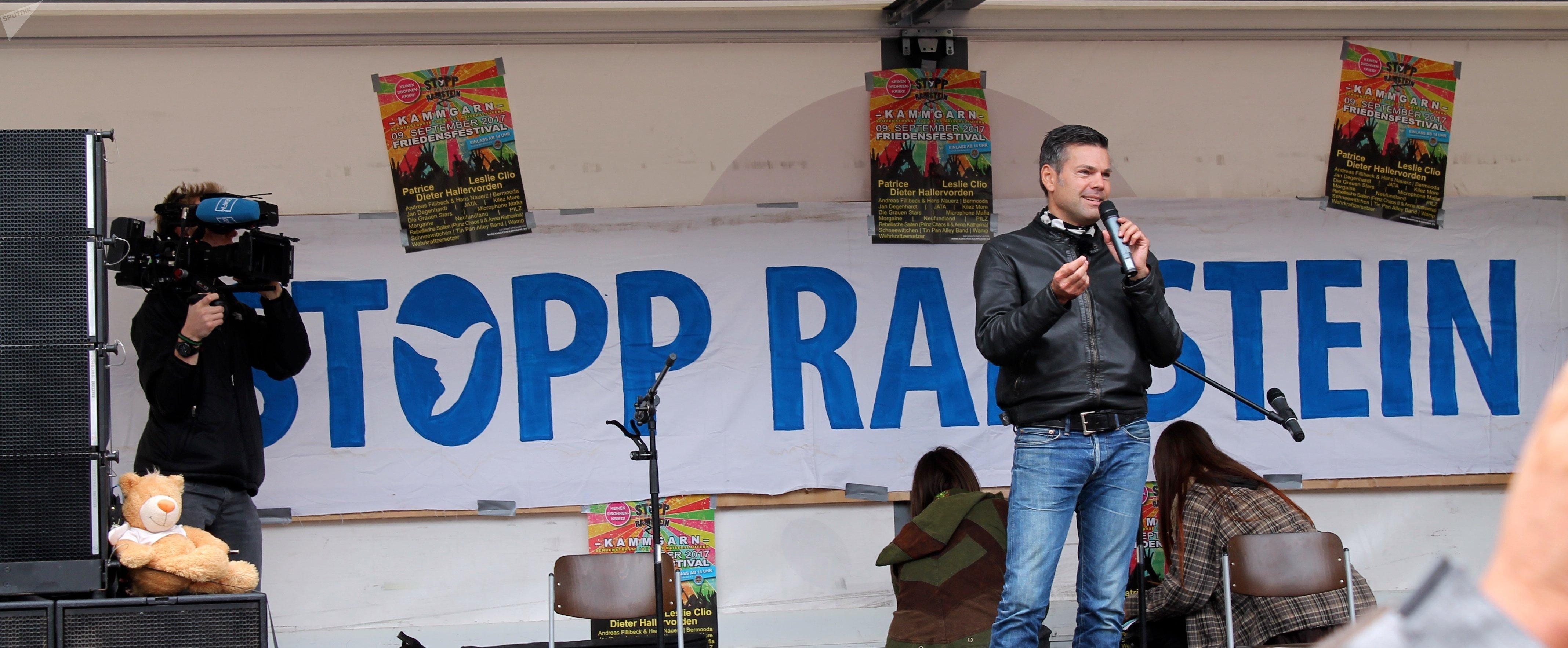Ken Jebsen, journaliste de radio et de télévision, a condamné l'absence des représentants de ZDF et d'ARD