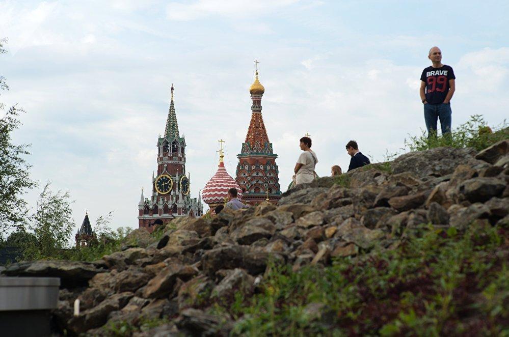 Moscou embellie: histoire, urbanisme novateur et paysages pittoresques au parc Zariadié