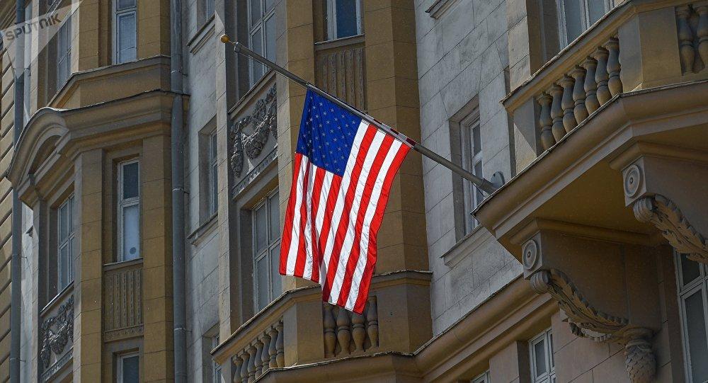 Le drapeau américainen berne. Archive photo