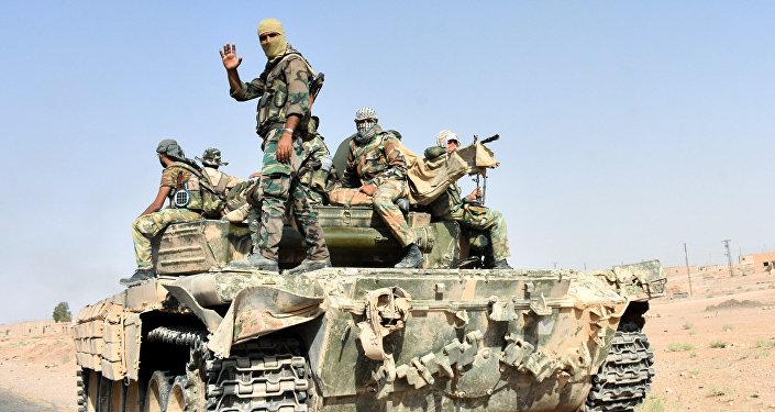 L'armée syrienne brise le siège de l'EI à l'aéroport de Deir Ezzor