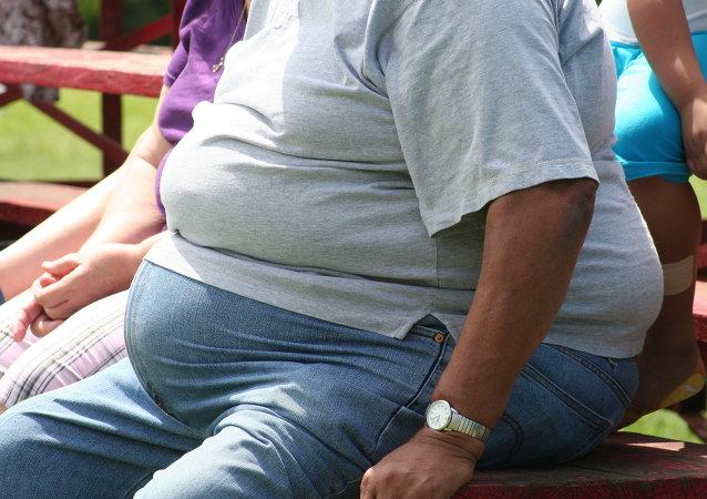 Un homme obèse