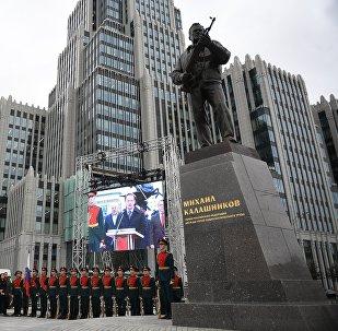 Une statue à Moscou pour l'inventeur de la Kalachnikov