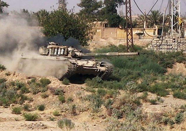 Appuyée par l'aviation russe, l'armée syrienne avance à l'est de Deir ez-Zor