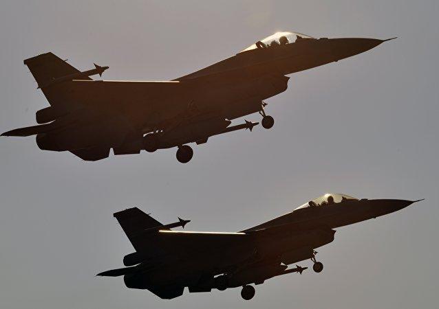 Deux F-16 (image d'archives)