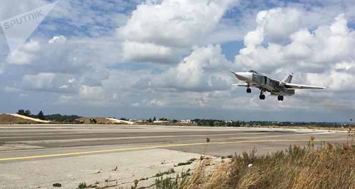 Su-24 russe, base aérienne Hmeymim en Syrie