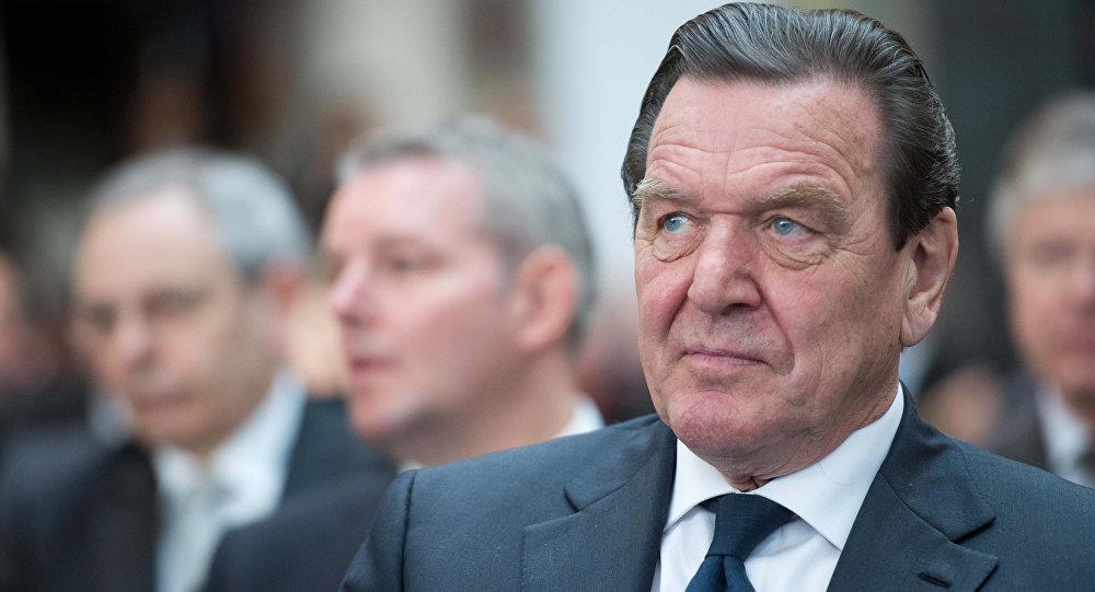 L'ex-chancelier allemand Schröder nommé président du conseil d'administration de Rosneft
