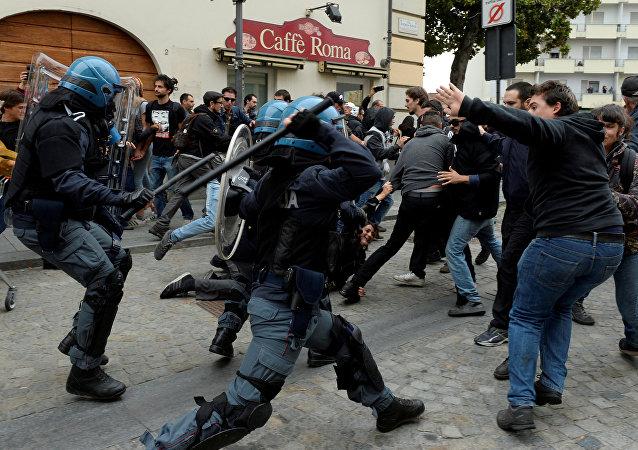 Affrontements entre manifestants anti-G7 et forces de l'ordre à Turin