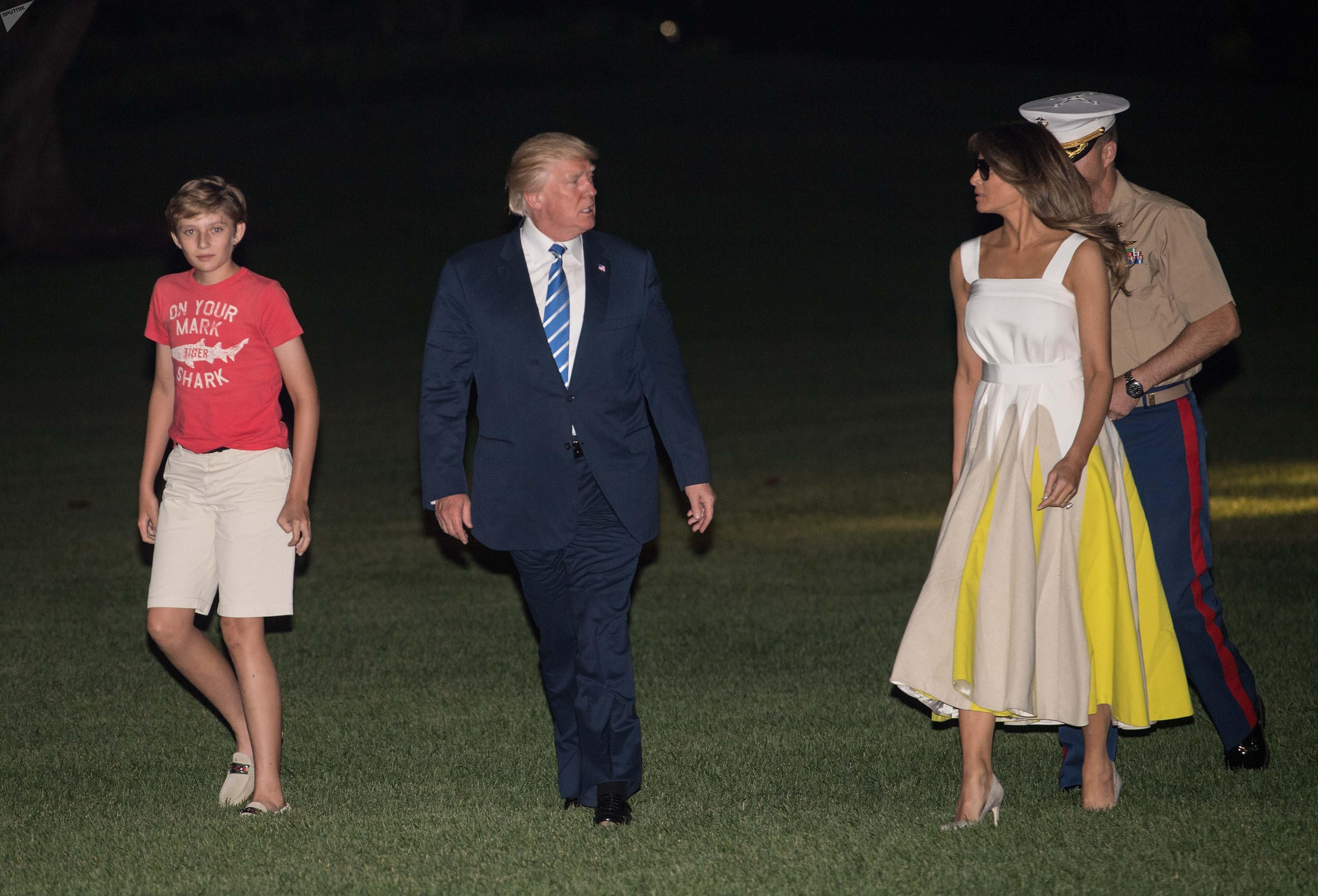 Donald et Melania Trump, et leur fils Barron rentrent après des «vacances de travail» dans le New Jersey