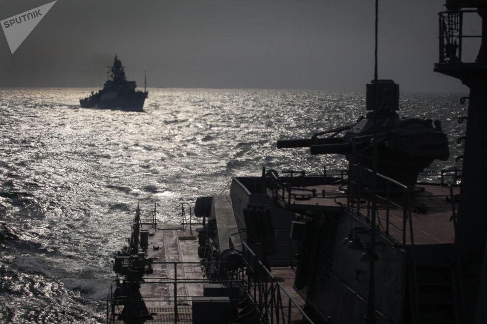 Les exercices de la flottille de la Caspienne.
