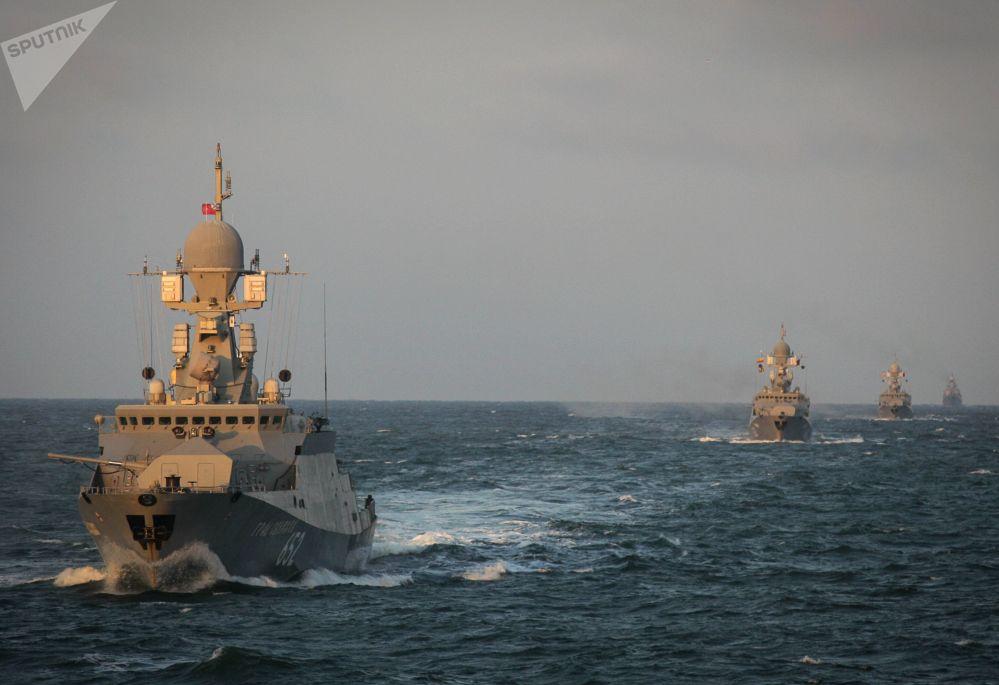 La corvette lance-missiles Grad Sviïajsk lors des exercices de la flottille de la Caspienne.
