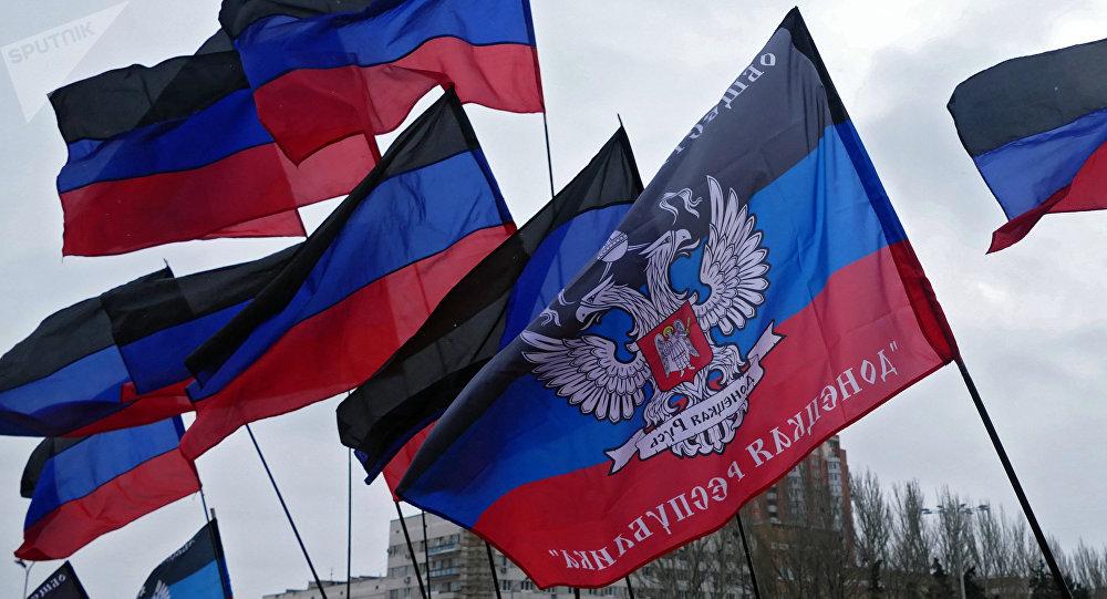 Drapeaux de la République autoproclamée de Donetsk. Image d'illustration