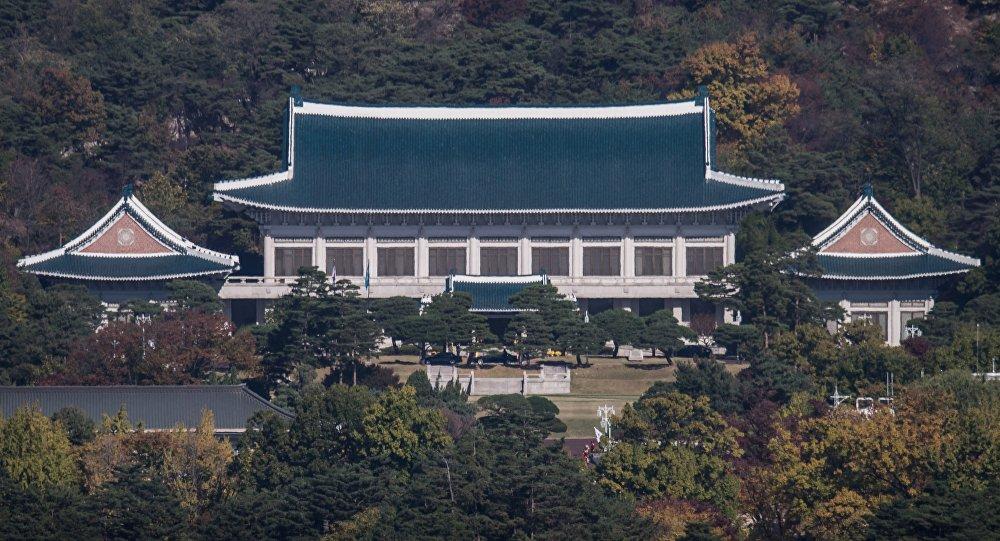 «Poing nucléaire du Nord»: des tracts nord-coréens trouvés près de la présidence du Sud