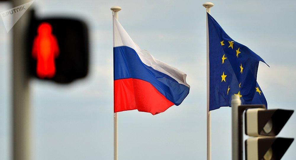 Les drapeaux russe et européen