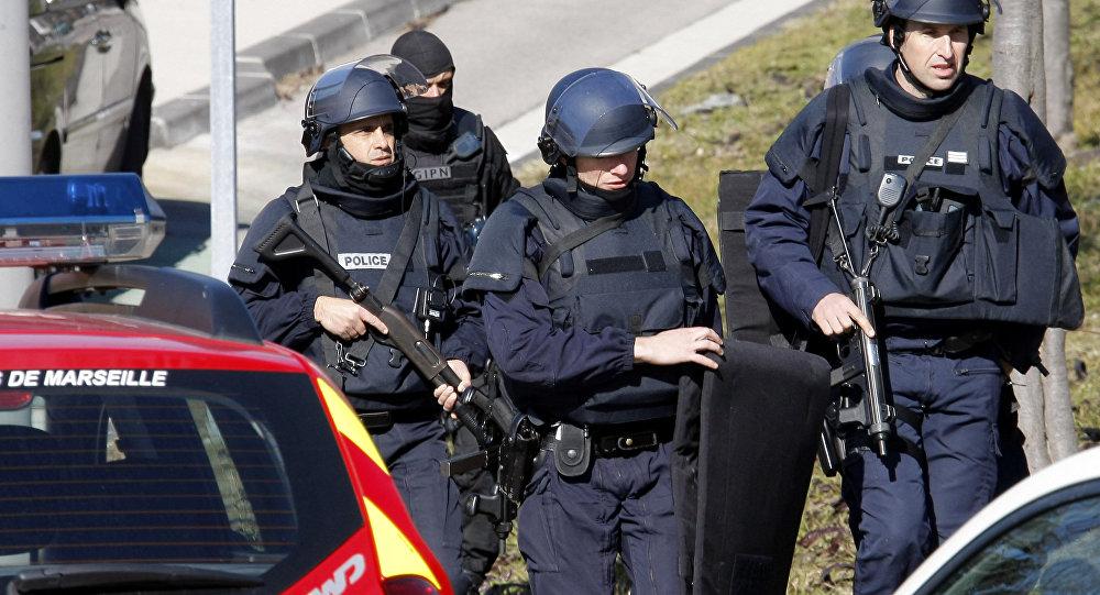 Des jeunes se filment insultant des policiers