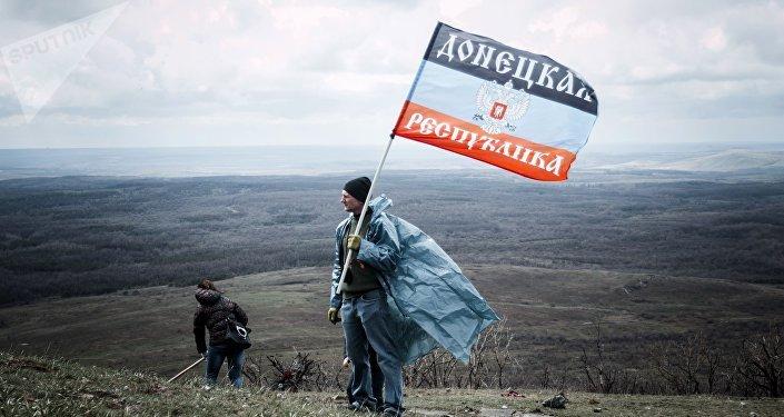 Drapeau de la République autoproclamée de Donetsk