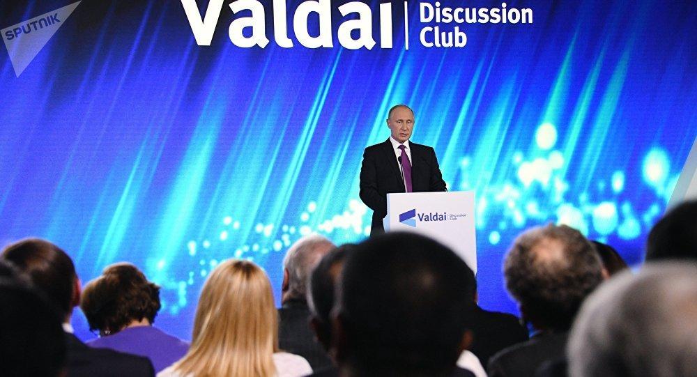 Vladimir Poutine lors de son discours tenu dans le club de Valdaï à Sotchi