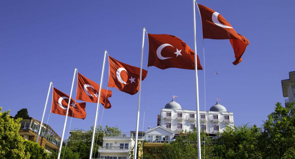 La Turquie bascule à l'Est, l'Ouest s'alarme