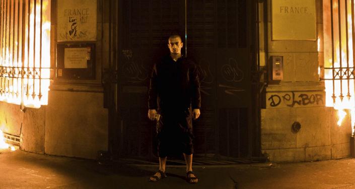 Piotr Pavlenski après avoir incendié une succursale de la Banque de France