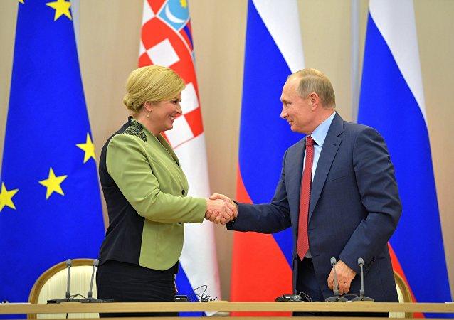 Vladimir Poutine et Kolinda Grabar-Kitarović
