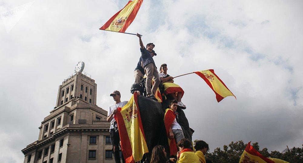 Carles Puigdemont annonce la tenue d'élections anticipées... mais sans garantie — Catalogne